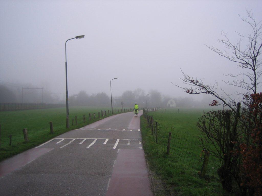 Foto 3: reflectiehesje en gele fietstashoezen